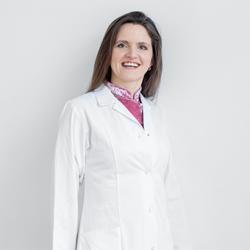 Dr. Julia Strasser